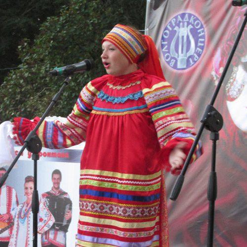 Лидия ОВЧАРЕНКО, певица, исполнительница русских народных песен, солистка ансамбля «Горлинка» волгоградской ДШИ № 1