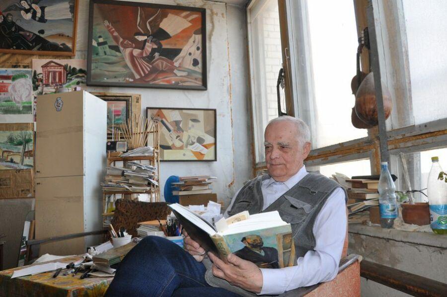 Петр Зверховский в мастерской, 2017