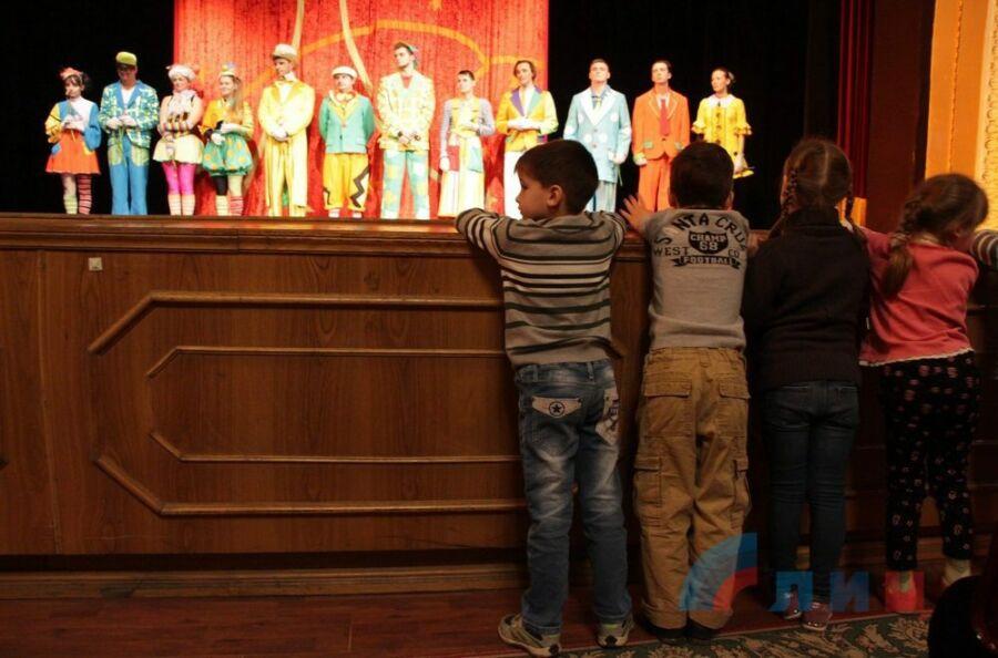 Финал спектакля. Волгоградский ТЮЗ в Луганске