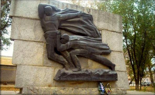 Памятник П. Гутченко и А. Покальчуку в Клетской