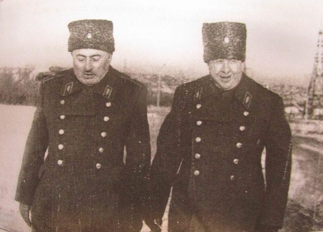Н. Таварткиладзе и А. Родимцев на месте соединения их дивизий