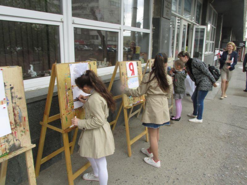 9 мая улица Краснознаменская стала мастерской юных художников