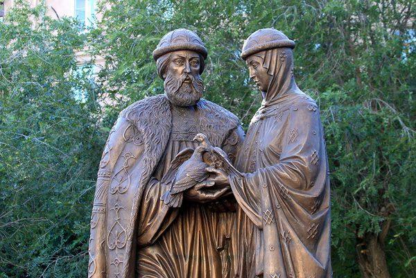 Памятник Петру и Февронии в Волгограде