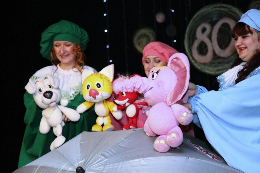 Волгоградский областной театр кукол отметил свое 80-летие