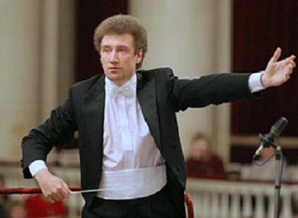 Главным дирижером Волгоградского симфонического оркестра назначен Андрей Аниханов