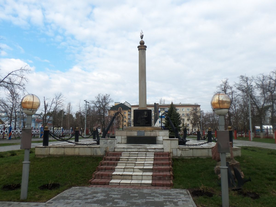Локтионова Валентина. 61 год, г. Урюпинск. Памятник морякам в Урюпинске