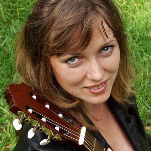 Жанна ПОПОВА, певица, исполнительница авторской песни, лауреат Грушинского фестиваля