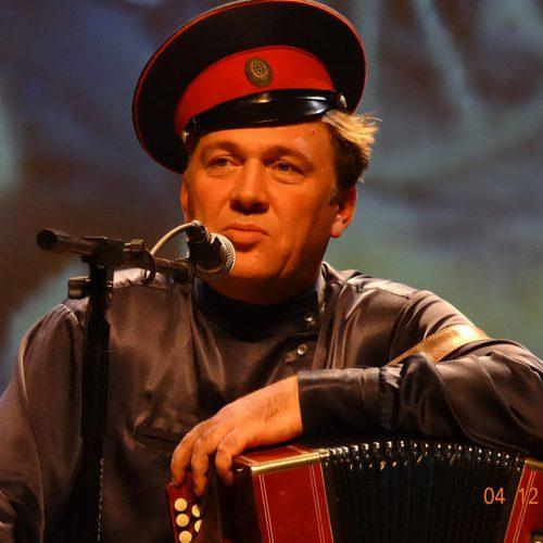 Юрий ЩЕРБАКОВ, известный российский исполнитель казачьей песни, потомственный казак-песельник