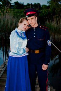 Дулов Виктор, 20 лет, х. Шарашенский Алексеевского района. Провожала сваво казака.