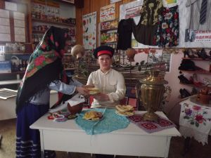 Парамонова Ирина, 17 лет, ст. Нижний Чир Суровикинского района. Угощайся, казачок