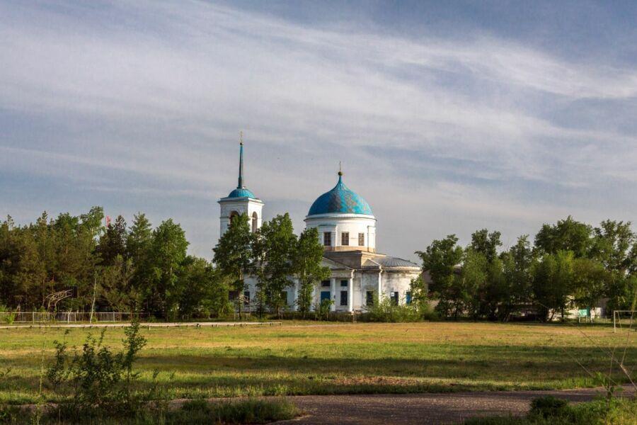 Туманов Валерий, 61 год, с. Нижняя Добринка Жинрновского района. Церковь Рождества Христова