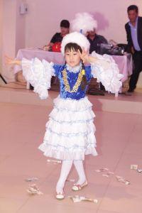 Хасинова Дана, 12 лет, п. Маяк Октября Ленинского района. Казахский национальный танец Кара-жорга