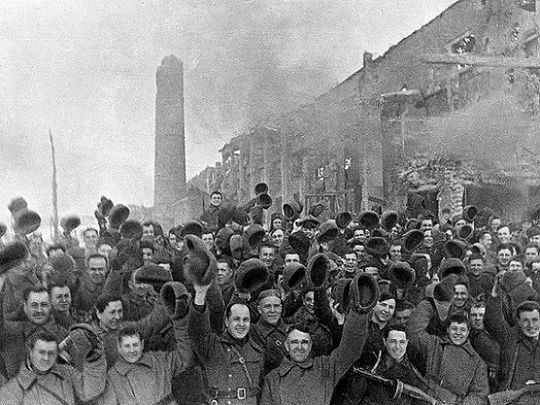 Поздравляем с 77-й годовщиной победы в Сталинградской битве!